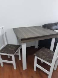 Mesa com 4 cadeiras (não entrego)