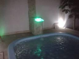 Casa à venda com piscina digital, cerca elétrica, área de lazer.