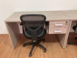 Conjunto Mesa e Cadeira de trabalho sem uso