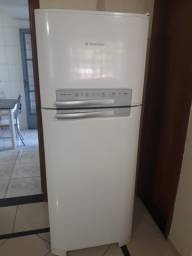 Refrigerador DF49 Frost Free muito nova