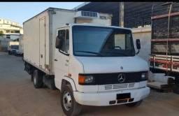 Caminhão 710 baú