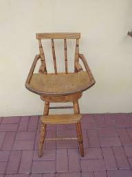 Cadeira de alimentação de madeira