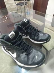 Tênis Nike 43,44 em ótimo estado de conservação!!!