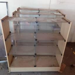 Balcão de vidro e madeira para loja
