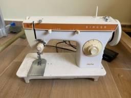 Máquina de costura Singer 247