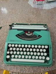 Máquina de escrever Olivetti Leterra 82