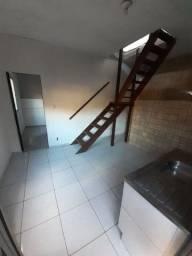 Alugo casa duplex 800 reais aceito 3 meses depósito