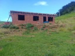 Vendo chácara com casa em construção