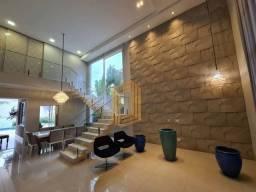 Casa de condomínio com 360m2 -  4 suítes
