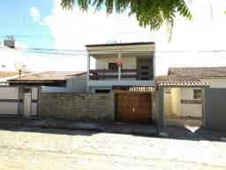 Alugue casa duplex  no bairro do Santa Cruz, contendo: