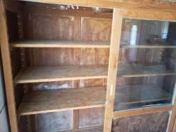 Vendo móvel de madeira maciça, tipo cristaleira,  com portas de correr em  vidro e madeira