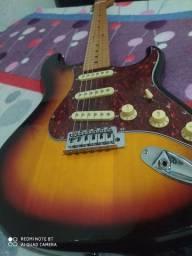 Guitarra nova usada poucas vezes