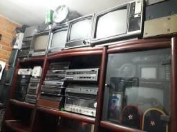 Lote de aparelhos de som, TVs antigas