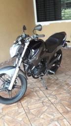 Fazer 250 cc. Ano 2014/15 preta