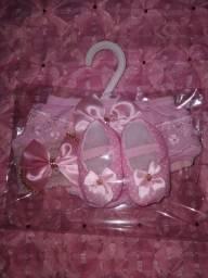 Kit infantil(sapatos, tiara e calcinha) de 0 a 8 meses AINDA DISPONÍVEL
