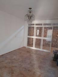 Casa Santa Genoveva R$ 2.100,00