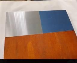 Trabalhando  com  recuperação  de portas  de  madeiras  colocado  alumínio