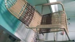 Cadeira de balanço semi nova