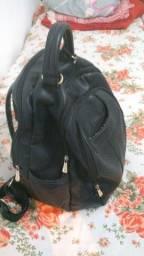 Vendo bolsa de couro legítimo várias partições ..vendo barato pois estou precisando