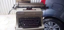 Maquina de escrever olivetti linea 88