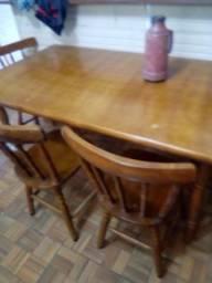 Vendo mesa 4 cadeiras 200 estilo colonial