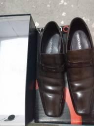 Vendo sapato de couro Democrata