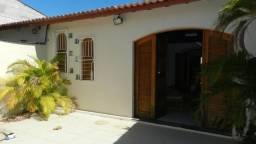 Casa residencial com 4 quartos, 2 suítes a alugar em rua tranquila