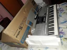Vendo ou troco teclado Yamaha s710 em ótimo estado de conservação