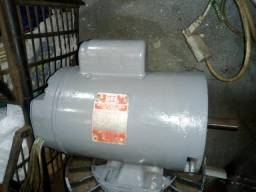 Motor monofásico de 1cv 1730 rpm