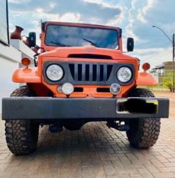 Vende-se Carro Jeep