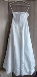 Vestido de noiva usado veste tamanho 38/40. Aceito auxílio emergencial