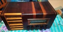Rádio antigo valvulado funcionando