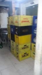 Caixa de 600 cometa com garrafas