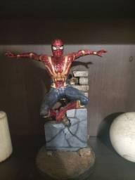 Estatua  homem aranha
