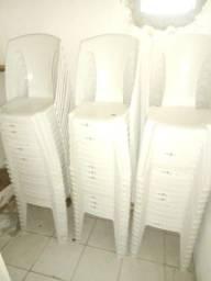 Cadeiras de plástico novas em ótimo estado!