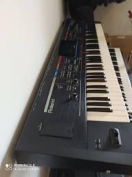 Teclado Roland Juno-Stage