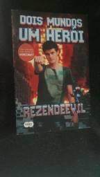 Livro rezendeevil 2 mundos 1 heroi