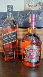 Whiskys JW Black Label e Chivas Regal