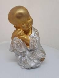 Buda Pequeno Pensador Dourado e Prata de 17 centímetros de cumprimento