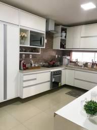 Casa em Condomínio Fechado de Alto Padrão // área gourmet com piscina