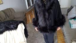Capa de lã com pele
