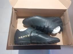 Chuteira Society Adidas Nemeziz - 41 - Sem uso!