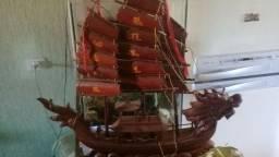 Barco oriental para decoração