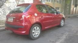 Peugeot 207 com bancos de couro