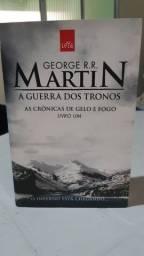 Livro A GUERRA DOS TRONOS - LIVRO UM- Tamanho menor 21x13 cm