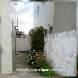 Alugo apartamento térreo com área privativa em Santa Rita