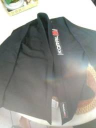 Vendo kimono trançado e reforçado Tamanho A2 novo com faixa nova.