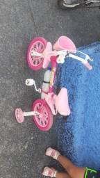 Vende se uma bicicleta infantil