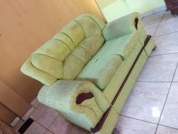 Conjunto de sofá com detalhes em mogno