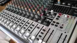 Mesa de Som Behringer QX 1832 USB
